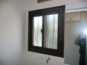 洗面室内窓